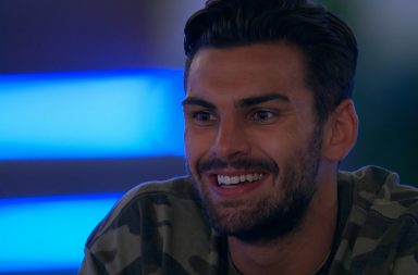 Love Island: SR4: Ep16 on ITV2 Pictured: Things hot up for Adam and Zara.