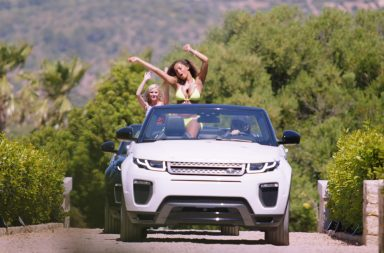 From ITV Studios Love Island: SR5: Ep1 on ITV2. Pictured: Amy and Amber are the first arrivals at the villa.
