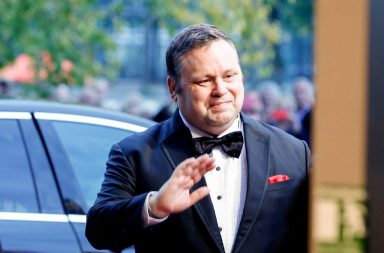 HANOVER, GERMANY - SEPTEMBER 30: British opera singer Paul Potts arrives at the tv show 'Willkommen bei Carmen Nebel' at TUI Arena on September 30, 2017 in Hanover, Germany. (Photo by Isa Foltin/Getty Images)